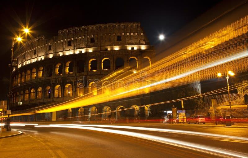 Lua Roma Italy da noite do sumário da rua de Colosseum fotografia de stock royalty free