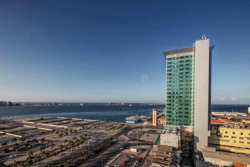 LUANDA/ANGOLA - 10FEB2019 - Weergeven van Luanda de stad in met Hotel Presidente luanda angola stock foto
