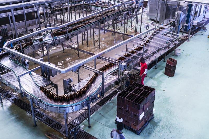 LUANDA/ANGOLA 23 2018 MAJ - Salowy widok napoje fabryczni zdjęcie royalty free