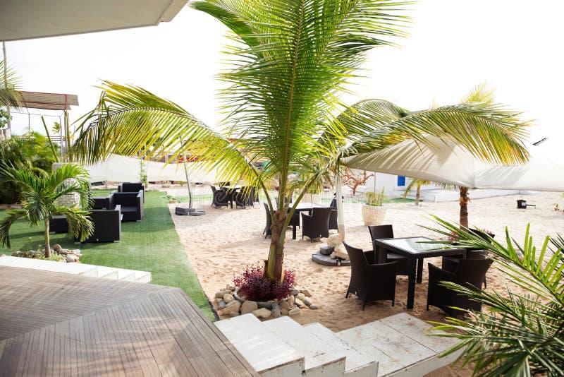 Luanda strand - restaurang, stång Deck_Luxury royaltyfri bild