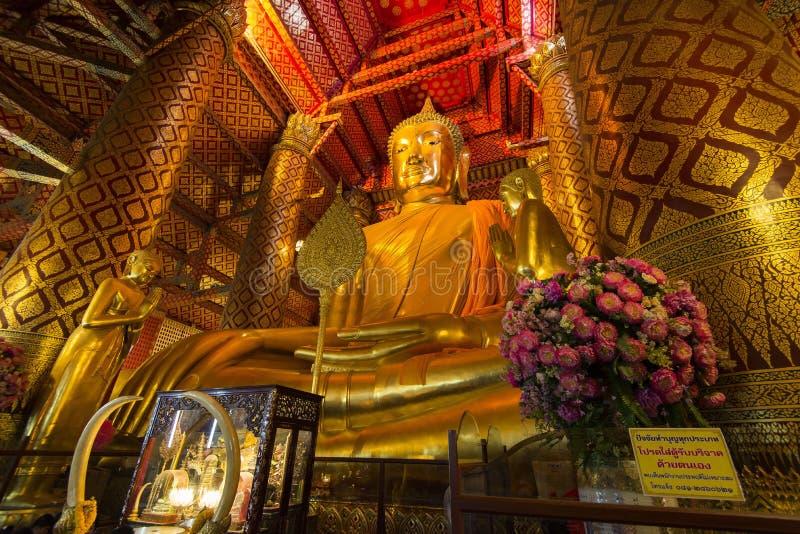 Luang Pho Tho, 19 mide a Buda alto, Wat Phanan Choeng, Ayutthaya, Tailandia foto de archivo libre de regalías