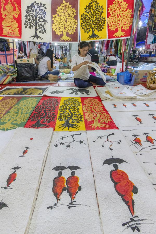 Luang Prabang, Λάος: Στις 23 Οκτωβρίου 2018 - αγορά αναμνηστικών νύχτας, πόλη Luang Prabang, Λάος στοκ εικόνες με δικαίωμα ελεύθερης χρήσης