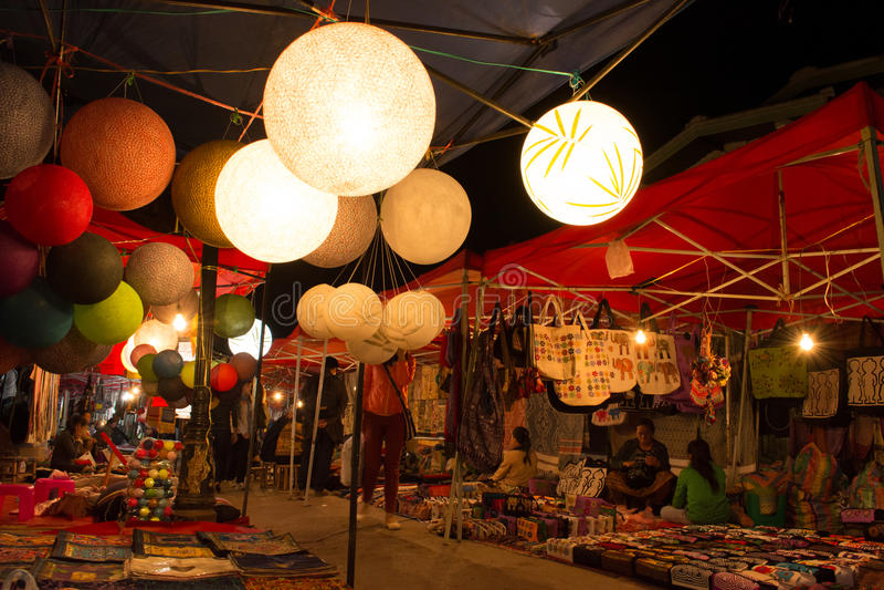 Luang Prabang Januari 24: Nattmarknad på Luang Prabang, Laos på Januari arkivbilder