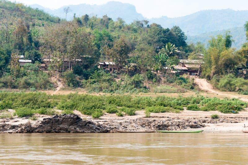 Luang Prabang, Laos - 4 marzo 2015: Crociera lenta della barca sul Mekon immagine stock
