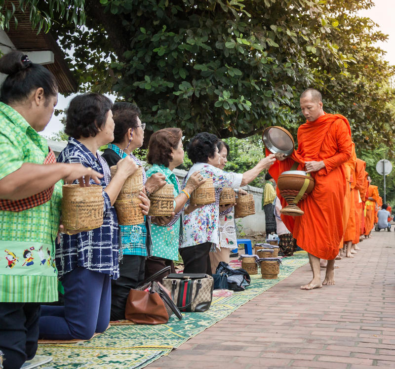 LUANG PRABANG, LAOS - 27 OTTOBRE fotografia stock libera da diritti