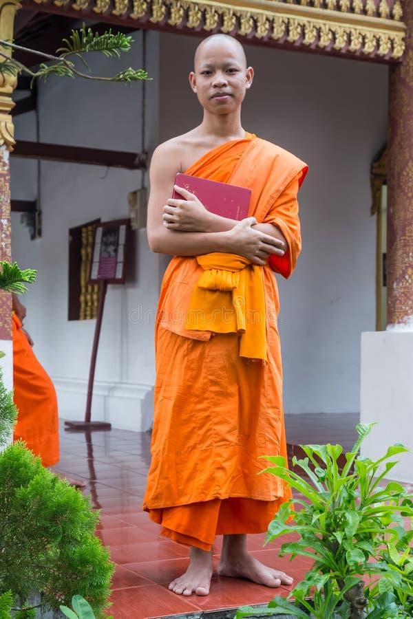 Luang Prabang, Laos - vers en août 2015 : Moine bouddhiste dans Luang Prabang, Laos images stock