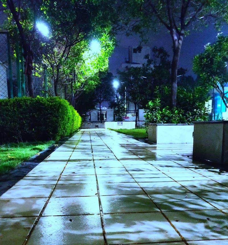 Luar em uma noite chuvosa fotografia de stock royalty free