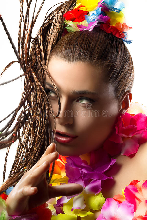 Luau女招待。异乎寻常的Hula舞蹈家。编织头发。 库存照片