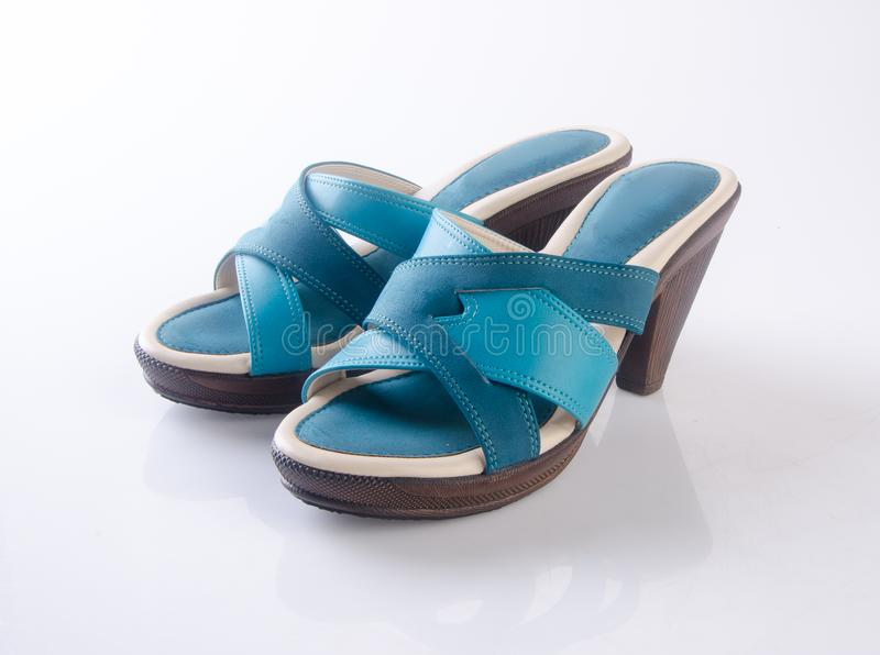 but lub błękitni kolor damy buty na tle fotografia stock