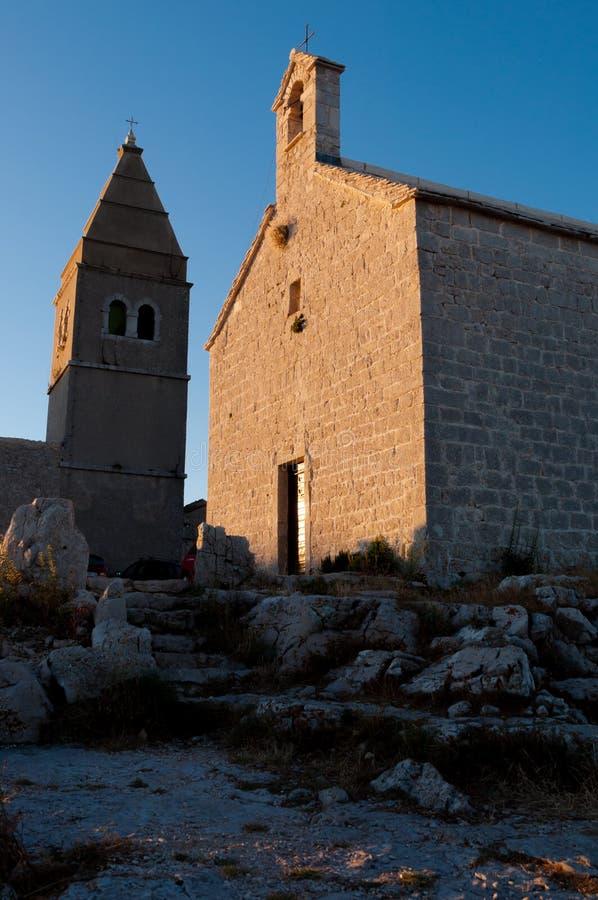 Download Lubenice Dzwonnica Przy Późnym Popołudniem W Cres I Kościół Zdjęcie Stock - Obraz złożonej z góra, żeglarz: 42525284