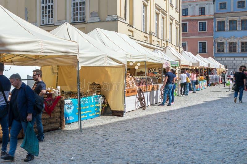 Lublin, Πολωνία - 14 Απριλίου 2018: Φωλιά αγοράς στο κύριο δικαστήριο στην παλαιά πόλη του Lublin στοκ φωτογραφία