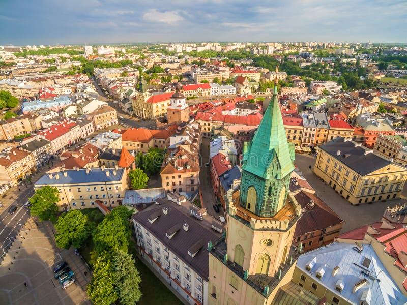 Lublin de la opinión del ojo del ` s del pájaro Ciudad vieja, torre trinitaria, tribunal de la corona y otros monumentos de Lubli imagen de archivo libre de regalías