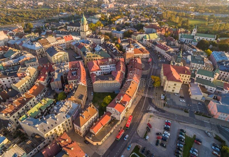 Lublin - gammal stad från sikten för öga för fågel` s Monument och turist- dragningar Lublin: Trinitarian torn, Krakowska port, g fotografering för bildbyråer