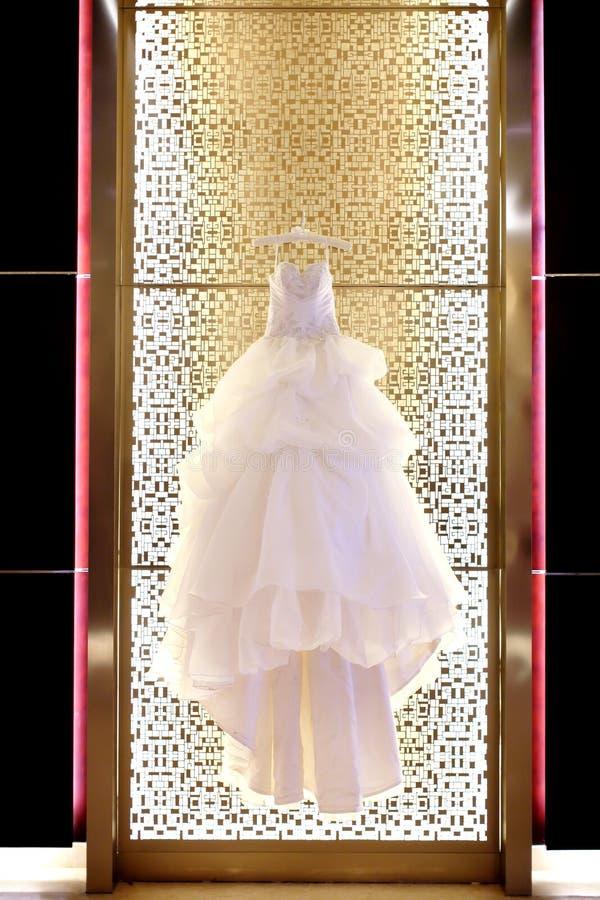 Download Ślubna suknia zdjęcie stock. Obraz złożonej z moda, odzież - 28953708