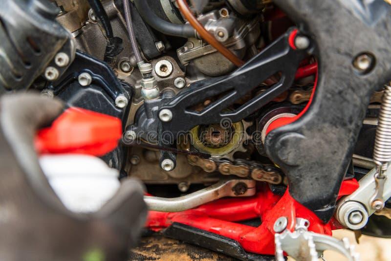 Lubricante de la cadena de la motocicleta fotos de archivo