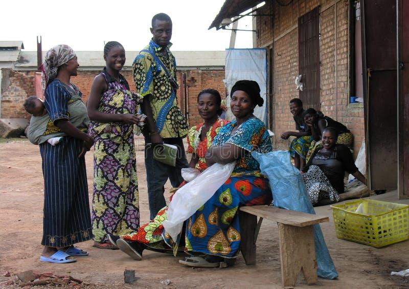 Lubumbashi, el República del Congo Democratic: Grupo de personas que sonríe para la cámara imagen de archivo