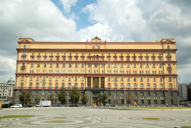 Lubyanka fyrkant i Moskva Byggnaden av den från den ryska federationen federala säkerhetstjänsten kremlin moscow russia synr torn royaltyfri fotografi