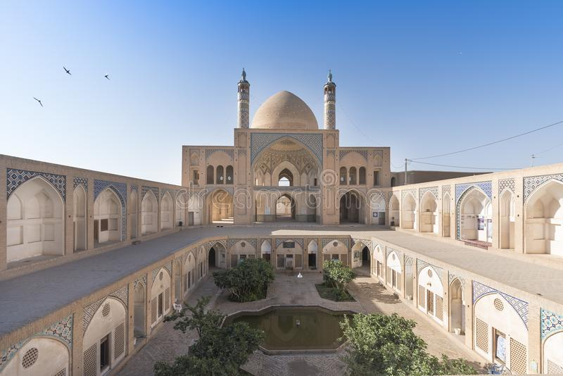 Lucarne étonnante de cercle à l'intérieur de Chambre de Tabatabaei, une maison historique dans Kashan Iran image libre de droits