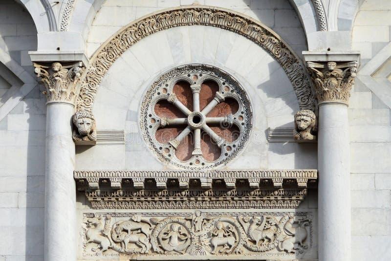 LUCCA, ITALIA 28 OTTOBRE 2018: Dettaglio della facciata della chiesa di San Michele in foro, Lucca, Toscana, Italia, il 28 ottobr immagine stock