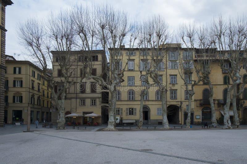 Lucca Italien, fyrkant kallade Piazza Napoleone i centrum arkivbilder