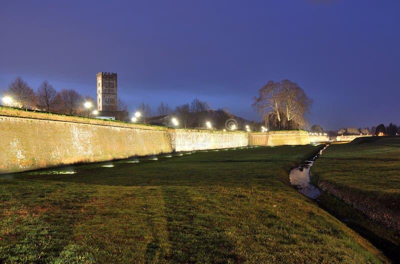 Lucca& x27; s Muren stock afbeeldingen