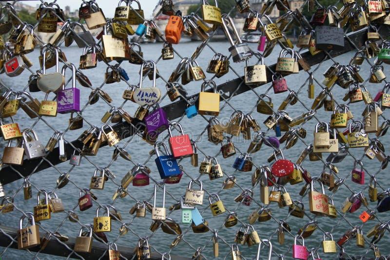 Lucchetti, Pont des Arts, Parigi, Francia immagine stock