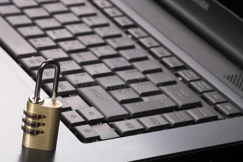 Lucchetto sulla tastiera fotografie stock libere da diritti