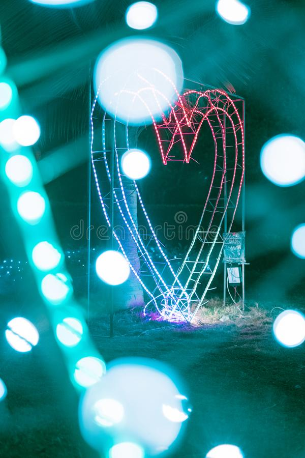 Luce al neon in un parco fotografie stock