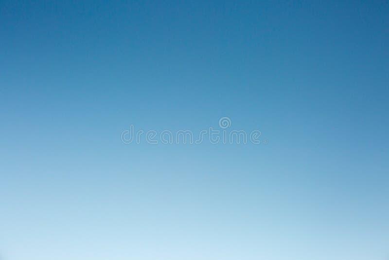 Luce blu etherial dell'estratto e riflessioni celesti atmosferiche fotografia stock