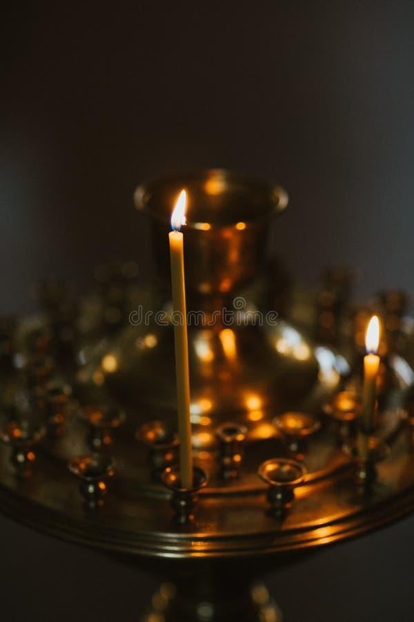 Luce in chiesa ortodossa fotografia stock