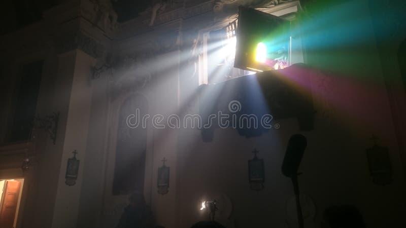Luce in chiesa wordt geplaatst die stock fotografie