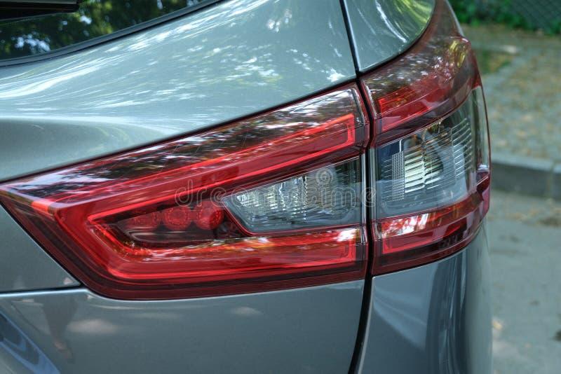 Luce dell'automobile nel parcheggio fotografia stock libera da diritti