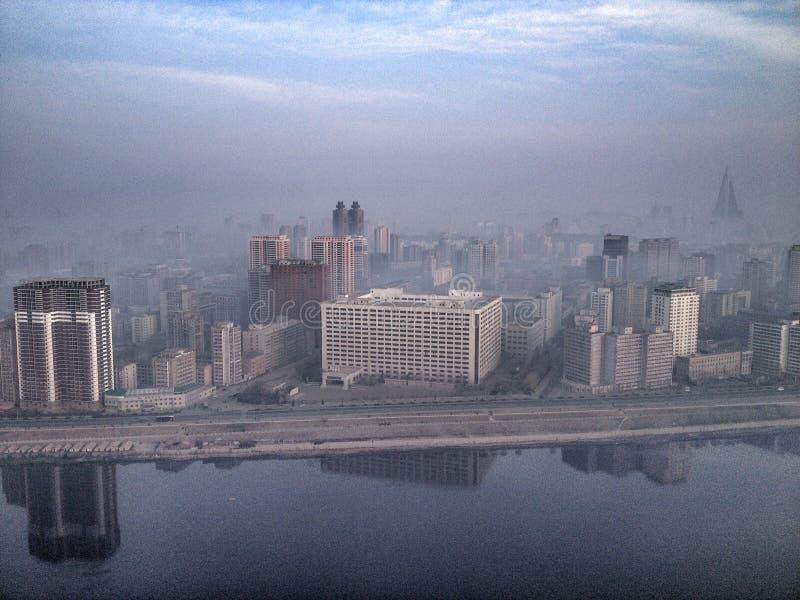 Luce dell'orizzonte di Pyongyang di mattina fotografie stock