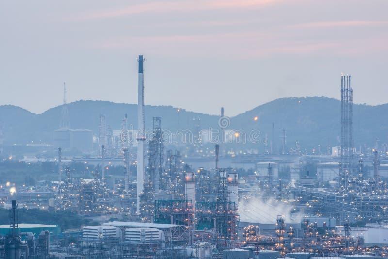 Download Luce Della Centrale Elettrica Di Industria Petrochimica Immagine Stock - Immagine di alto, nessuno: 55359159