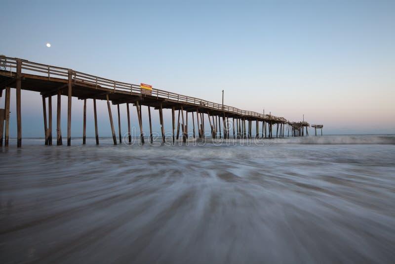 Luce della luna del pilastro OBX di pesca del North Carolina immagine stock