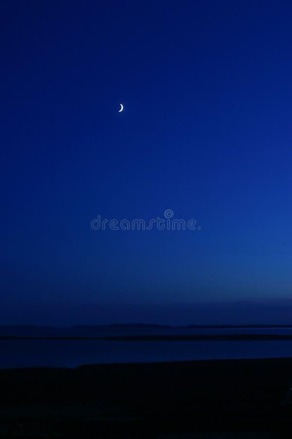 Luce della luna e mare immagini stock