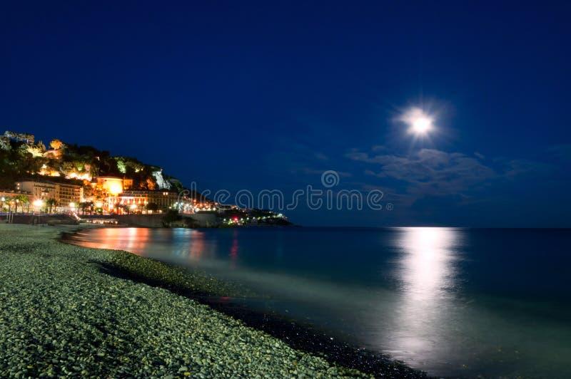 Luce della luna nel piacevole, Cote d \ 'Azur, Francia immagini stock