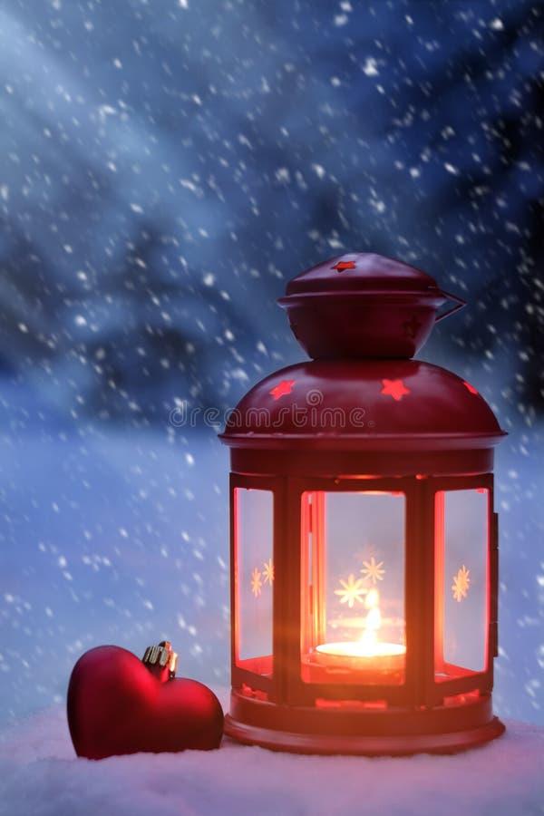Luce della luna sulla notte di Natale Spirito di Natale nel legno Lig fotografia stock libera da diritti