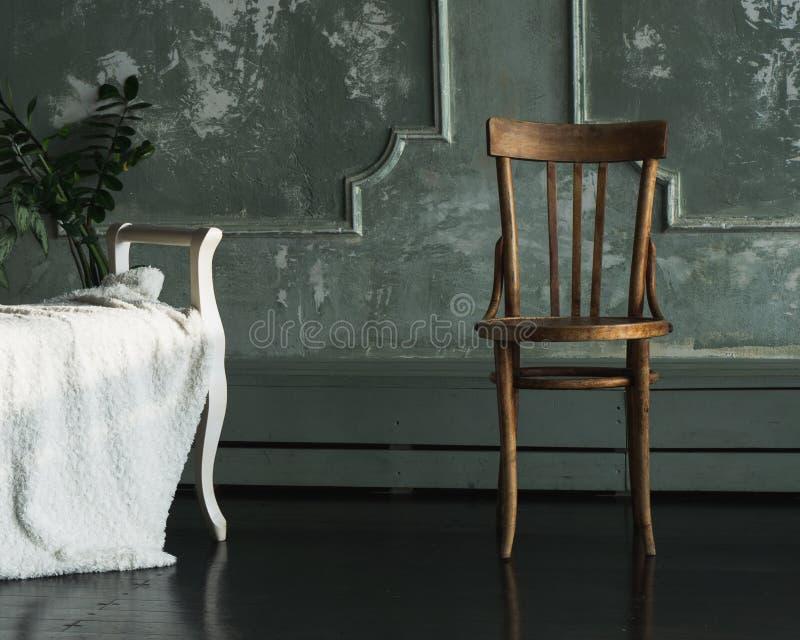 Luce della sedia dalla finestra fotografie stock libere da diritti