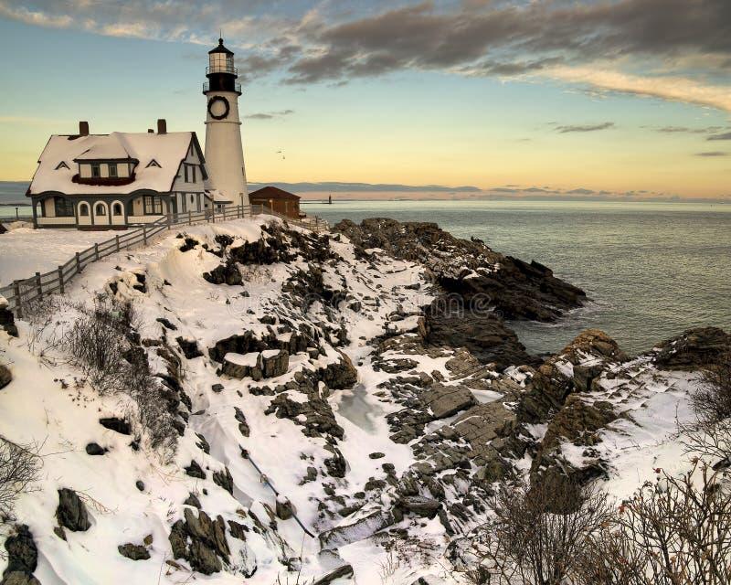 Luce della testa di Portand al tramonto nell'inverno immagini stock libere da diritti