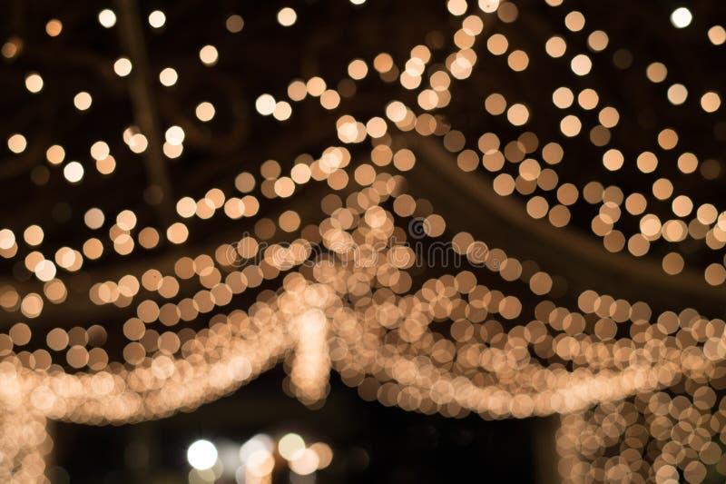 Luce di Bokeh nel tunnel decorato con le piccole lampadine fotografie stock