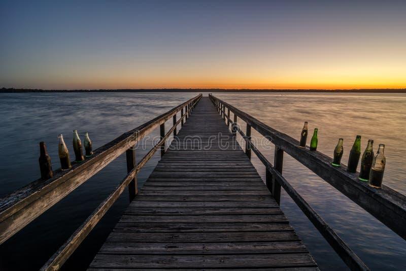 Luce di Predawn dal pilastro di pesca, parco di stato del lago Reelfoot fotografia stock
