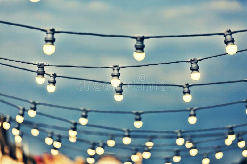 Luce, lampadina, elettricità, decorazione, illuminata, lampada, annata, progettazione, corda, partito, immagini stock libere da diritti