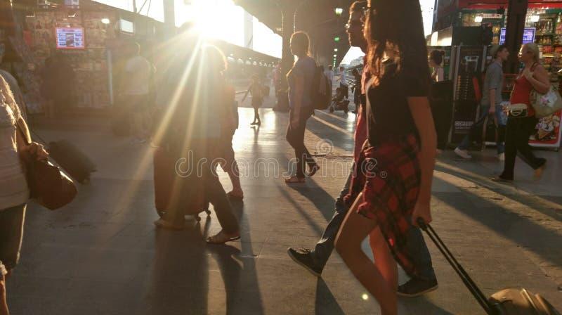 Luce solare alla stazione ferroviaria del nord, Bucarest, Romania fotografia stock