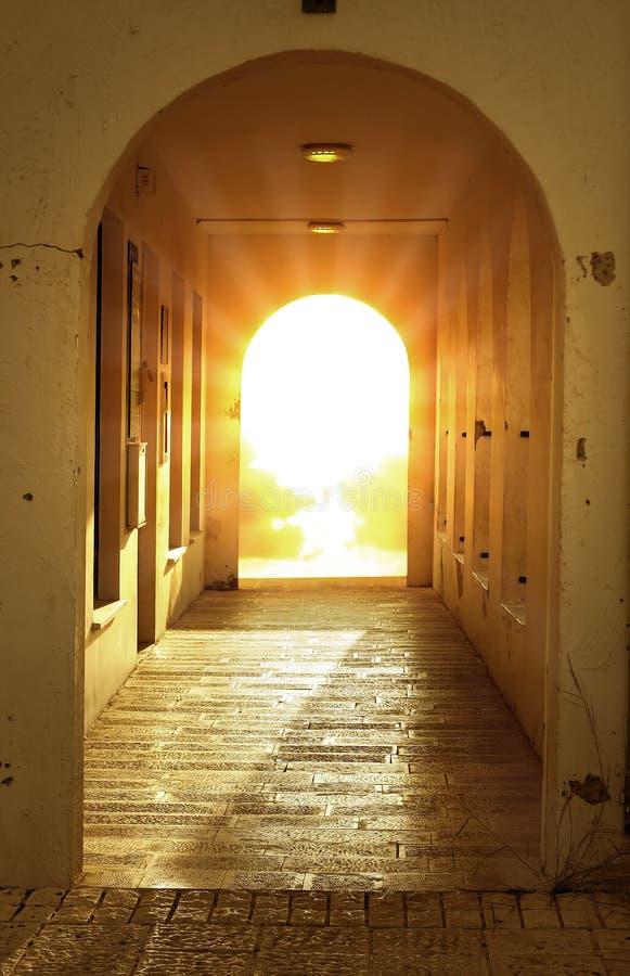 Luce solare attraverso il blocco per grafici di portello fotografia stock libera da diritti