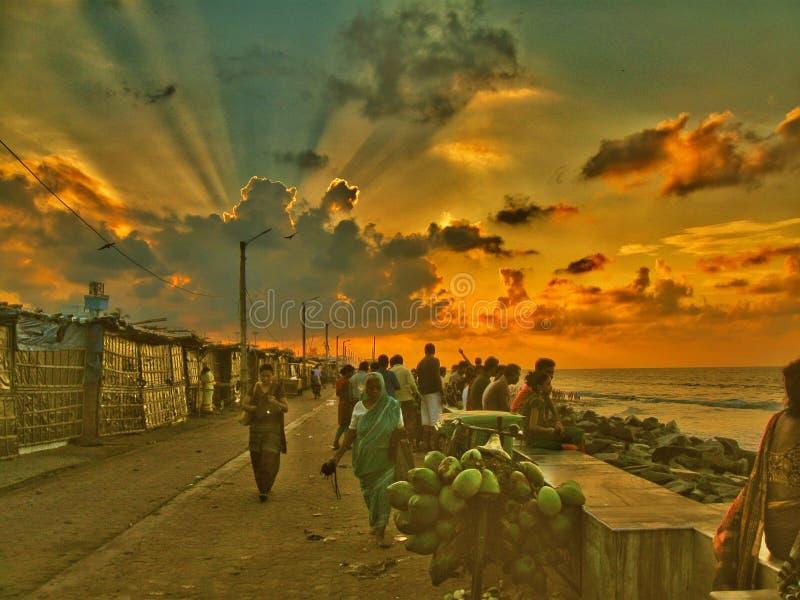 Luce solare dietro la nuvola e gli ospiti immagine stock libera da diritti