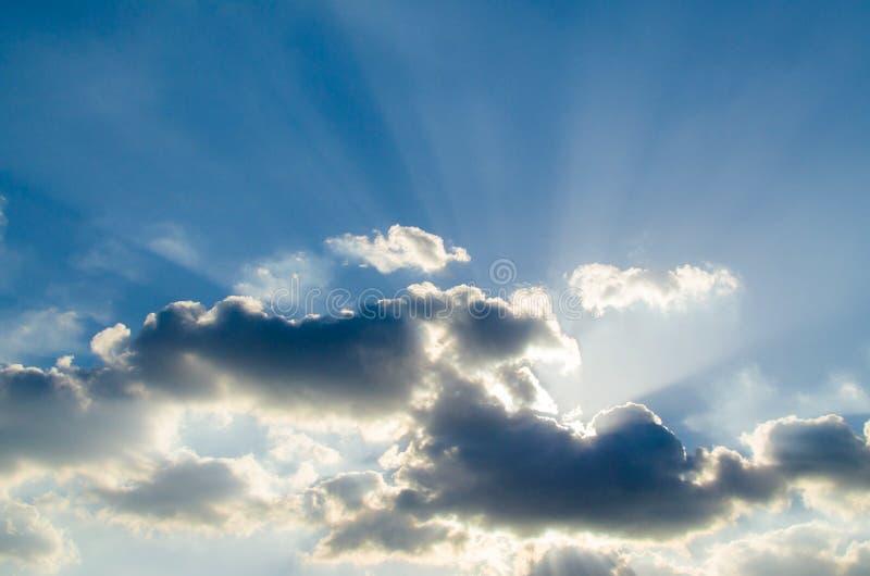 Luce sul cielo blu fotografia stock