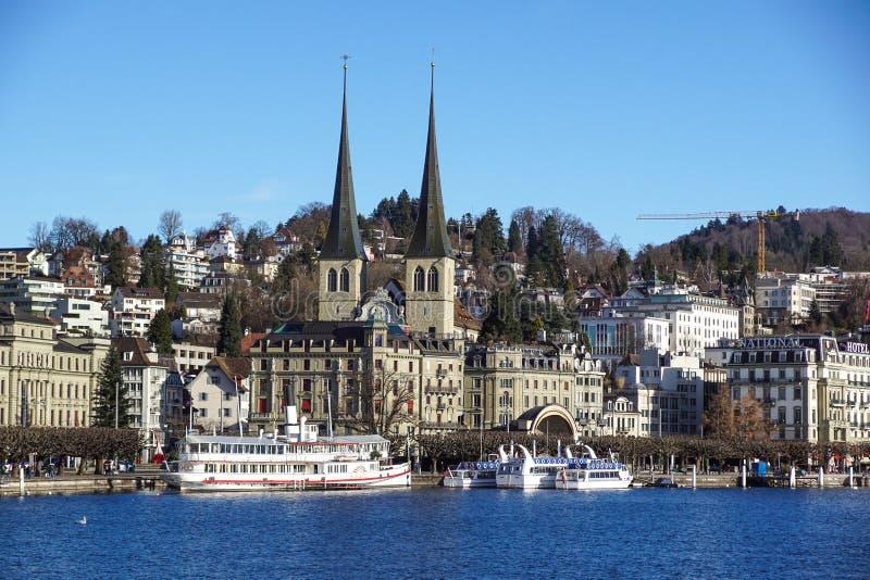 Lucerna, Szwajcaria -23 2017 Grudzień: budynki miasto wzdłuż Jeziornej lucerny Lucerna jest miastem w centrali zdjęcia stock