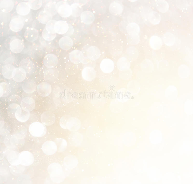 Luces abstractas blancas del bokeh de la plata y del oro Fondo Defocused foto de archivo