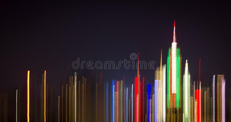 Luces abstractas coloridas de la noche del horizonte céntrico de New York City foto de archivo libre de regalías